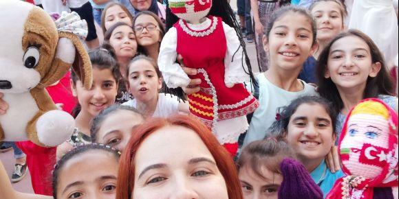 Mariana ve Elif Mersin'de