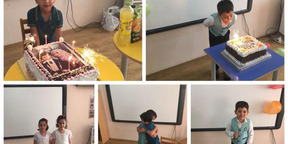 Sınıfımızda doğum günleri büyük bir coşkuyla kutlanır