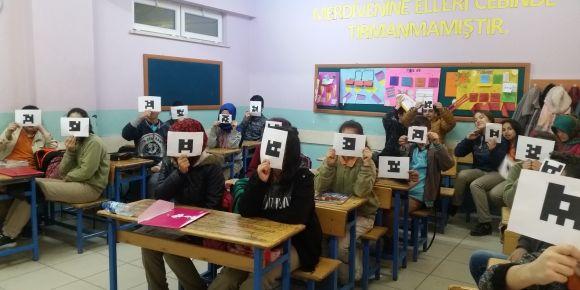 Akşemsettin Ortaokulu plickers öğreniyor