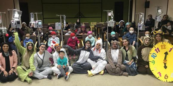 Lösemili çocuklara tiyatro gösterisi