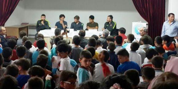 Balıkesir Sporlu futbolcular Şehit Ömer Faruk Bol İmam Hatip Ortaokulunda