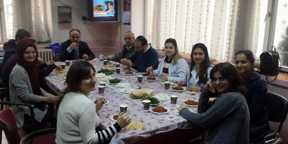 Nizip Cumhuriyet ilkokulu öğretmenleri birlik beraberlik yemeği