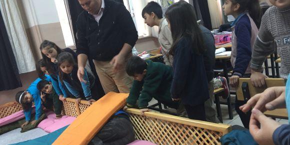 Toki Malazgirt İlkokulu'nda AFAD tarafından deprem farkındalık eğitim verildi.