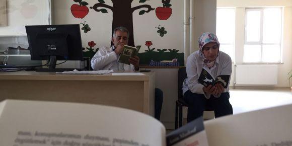 Nizip Zübeyde Hanım Anaokulu kitap okuyor