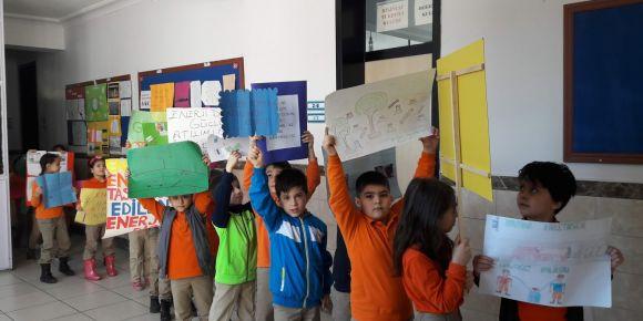Atatürk İlkokulu geri dönüşüme dikkat çekiyor