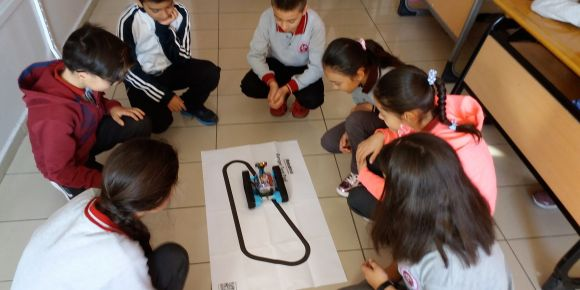 İTO Şehit Mustafa Gözütok Ortaokulu robot kodluyor