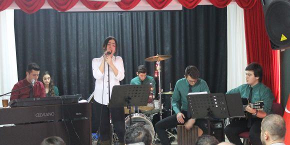 Okulumuz öğrenci ve öğretmenleri karne konserinde buluştu
