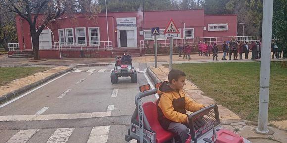 Bayramlı Trafik Eğitimlerinde.