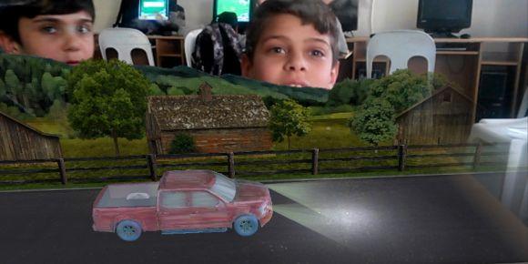 Hüsnü Bayer Ortaokulu 5.sınıflar bilişim dersinde 3D canlandırma yapıyor