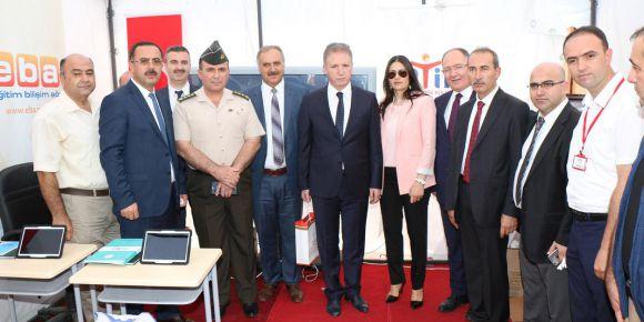 Sivas'ta Fatih Projesi ve EBA tanıtım standı ziyaretçilerini bekliyor
