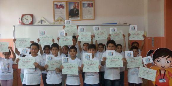 Öğrencilere katılım belgesi sürprizi