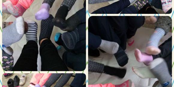 Farklı çorap giyiyorum,farklılıklara dikkat çekiyorum