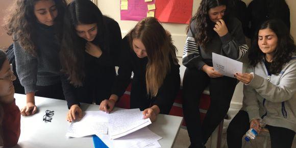 İstanbul Kadıköy Lisesi Tübitak 4006 bilim şenliğine hazırlanıyor.