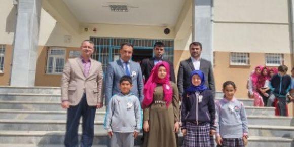 Kürtül Ortaokulunun yaptığı sınavda dereceye giren öğremciler ödüllerini aldı