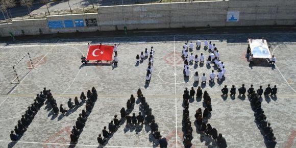 18 Mart Çanakkale Zaferinin 103. yıl dönümü kutlandı ve şehitlerimiz rahmetle anıldı